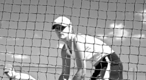 woman playing tennis with sun hat